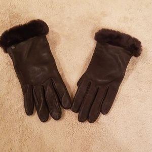 Soft leather UGG gloves